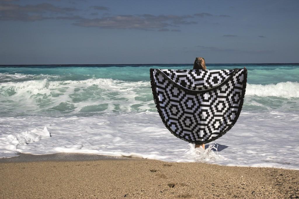 roundie-beachtowel-by-jozemiek-piscadera