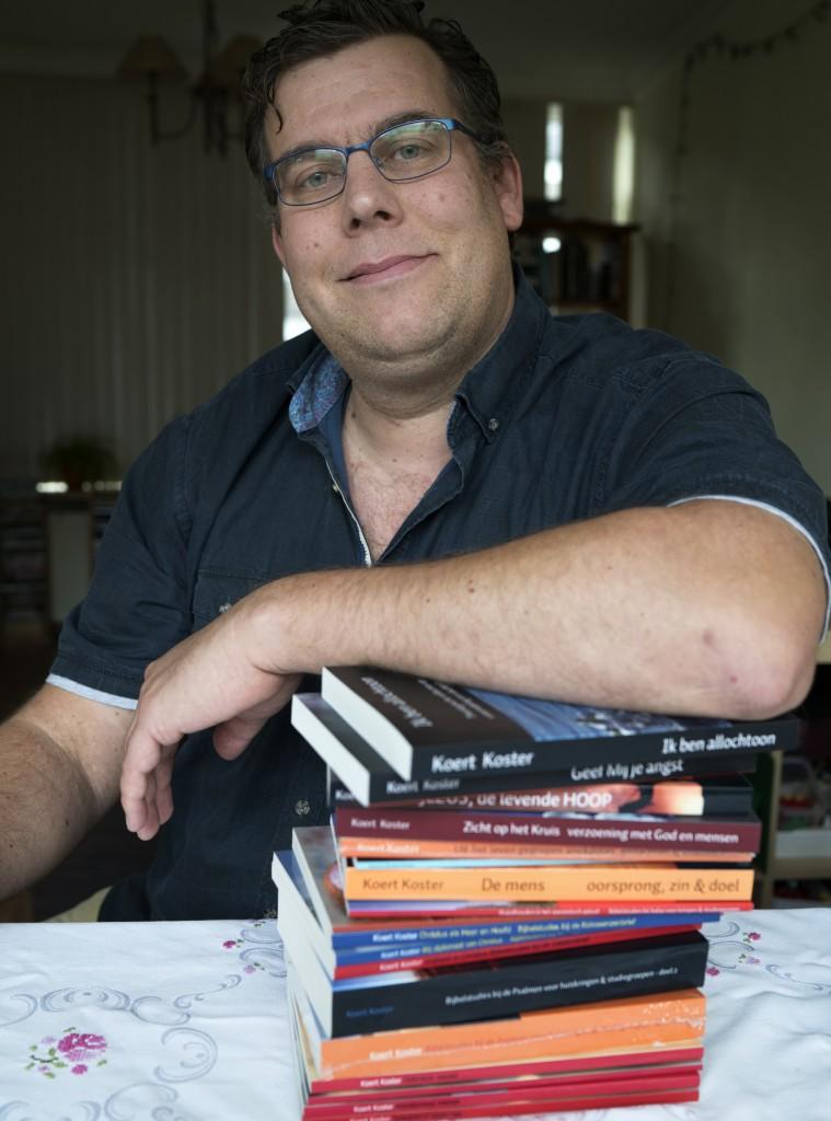 Koert Koster uit Hazerswoude-Rijndijk schrijft boeken 12102017 0023 (1)
