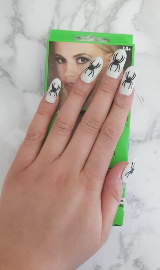 nagels met doos