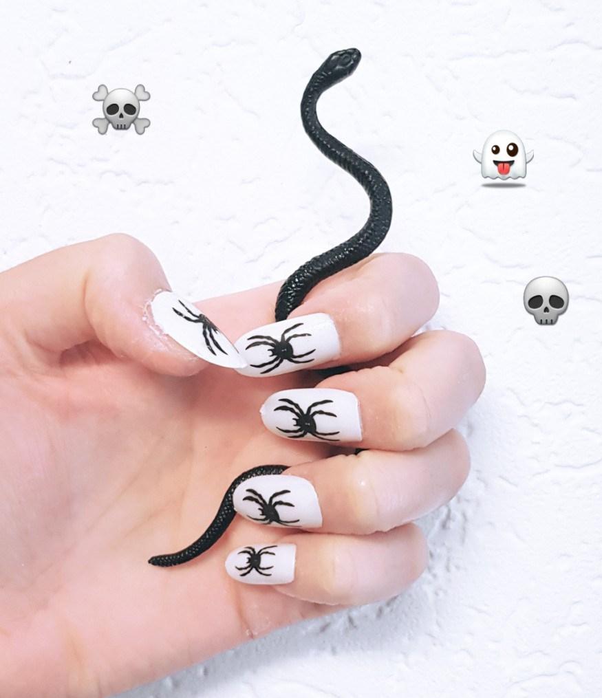 nagels-met-slang.jpg