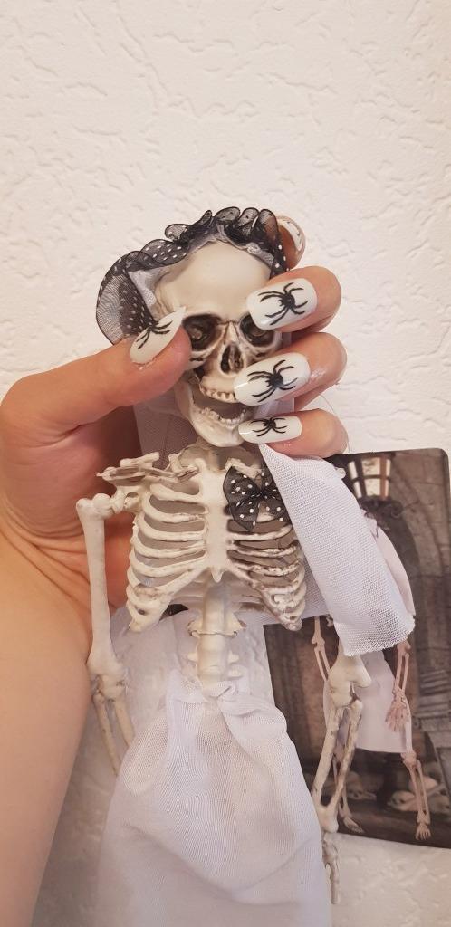 skelet-met-nagels.jpg