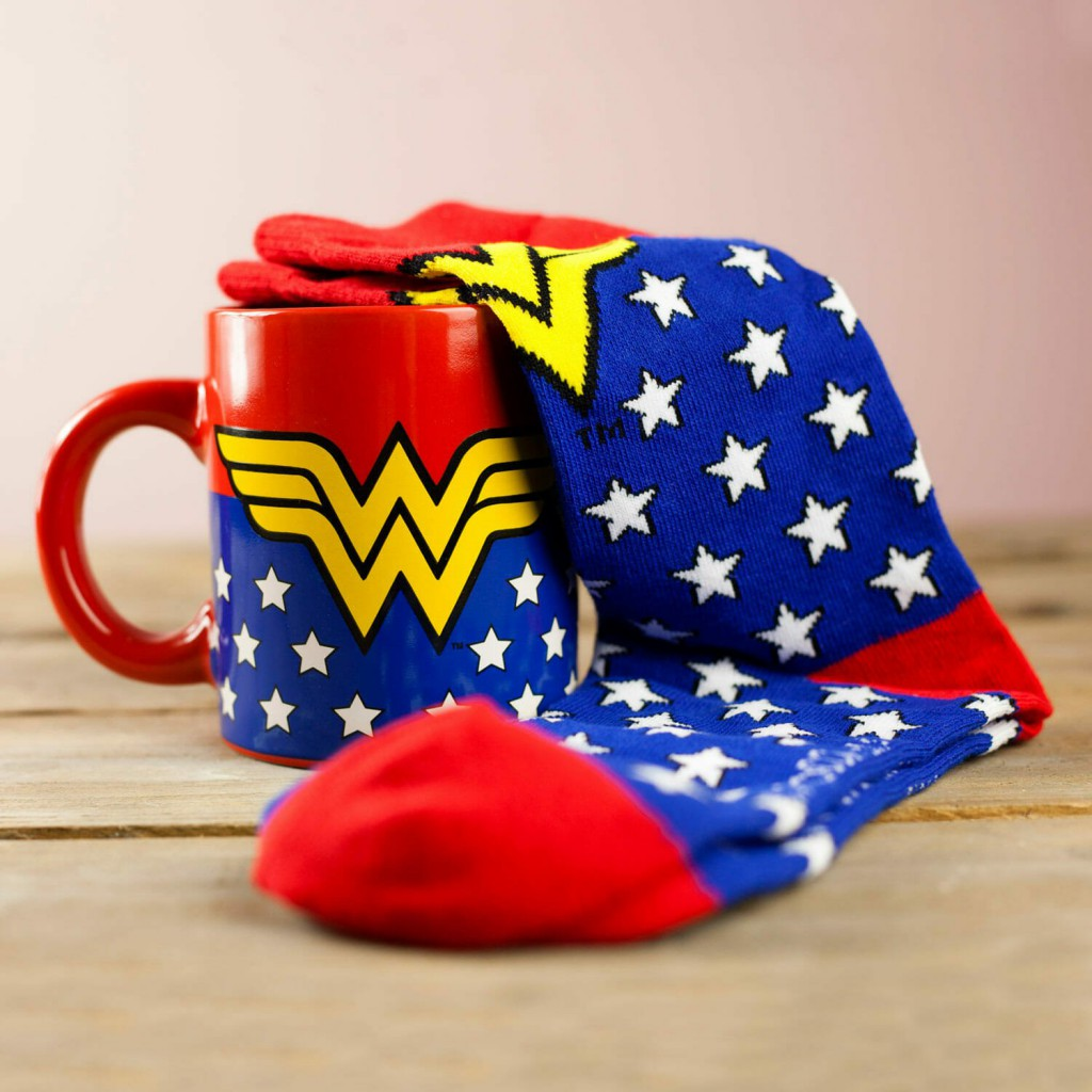 845605-Wonder-Woman-Mug-and-Socks-Set-1